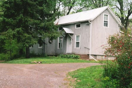 Folksy Farmhouse, Lake Taghkanic - Ház