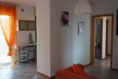 appartamento funzionale e grazioso - Lägenhet