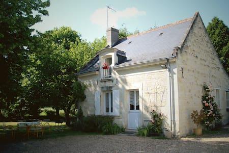 Gite 3 * Le Ruau near Chinon  - Casa