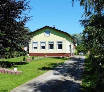 2, 3, und 4Bett-Zimmer, Neuendorf - Hus