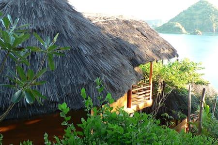 Waecicu Eden Beach Cottage - Labuan Bajo - Bungalo