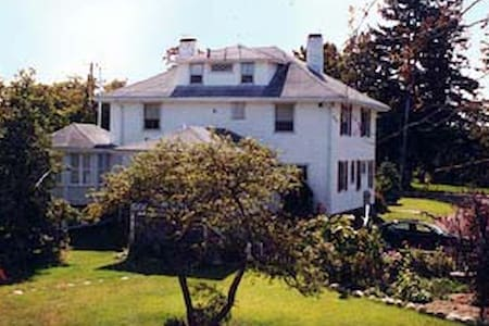 Cranberry Gardens Inn - a B&B - Wareham - Bed & Breakfast