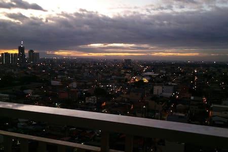 Cozy 2 bedroom .. 19th floor c view - Quezon City - Apartamento