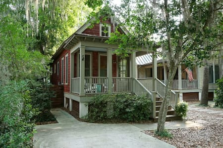 Downtown Chic Bluffton Cottage - Bluffton - Hus