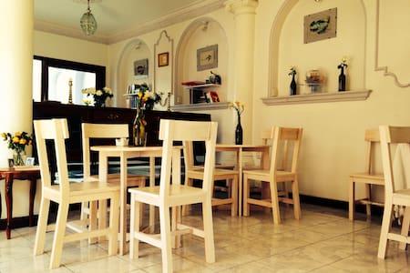 Cafe Siempre Bed & Breakfast