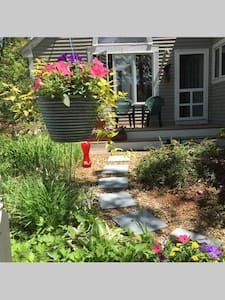 Private Quiet 1 BR Suite By The Sea - Oak Bluffs - House