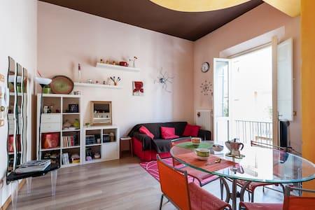 Colorato appartamento in centro - Apartemen