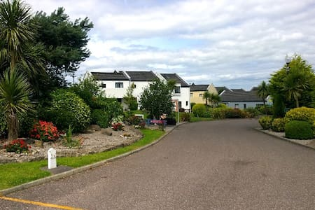 Carleton Village, Youghal! Cosy double bedroom. - Villa