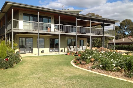 Fabulous B & B Perth Hills WA (WR) - Bed & Breakfast