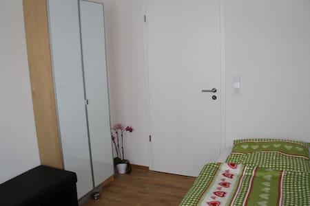 Nice Guestroom in New Building - Puchheim - Apartamento