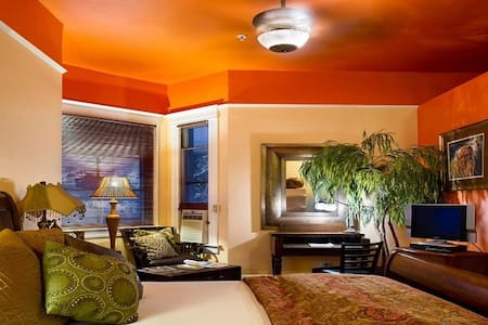 The Hemingway Traveler Studio Apt - Bed & Breakfast