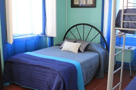 A Bela Piscosa- Quarto 1 - Sesimbra - Bed & Breakfast
