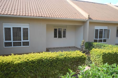 Two Bedroom Bungalow with small garden - Kampala - Bungalow