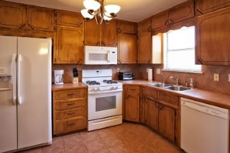Cozy Alamogordo Vacation. Corporate or tdy Living - Townhouse