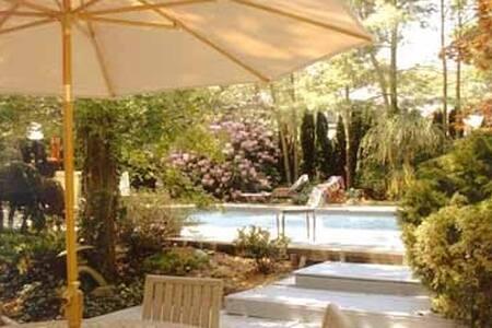 East Hampton Cozy Summer Retreat