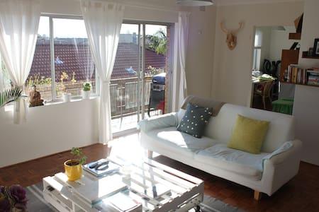 Cozy & Sun-filled beach apartment - Leilighet