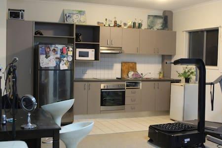 Inner City apartment - Huoneisto