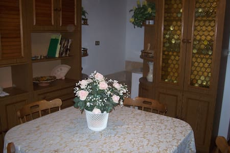 CASA VACANZA A MONTELUPONE - House