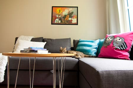 Room for 2 in a charming 2 BR - Solna