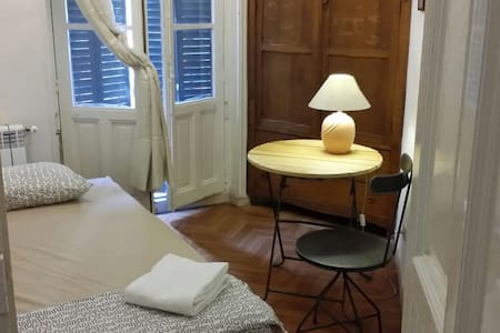 Single room in nice Madrid centre - Madrid - Apartment