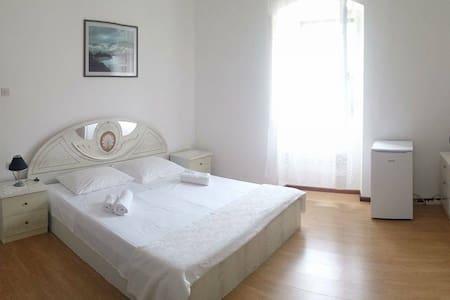 Rooms in Sutivan - House