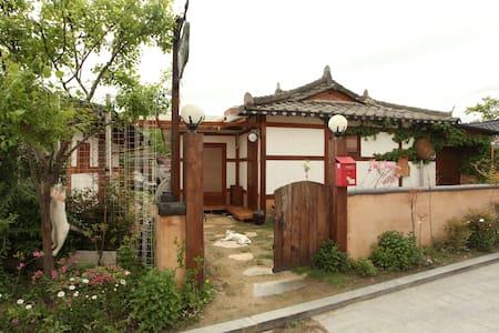 교동백작_공작실 (4인실) - Wansan-gu, Jeonju-si - Bed & Breakfast