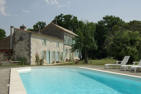 maison charentaise rénovée à neuf - Rétaud