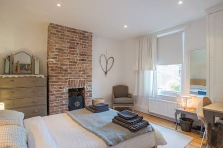 Two Quiet Double Bedrooms, Central Lewes - Casa
