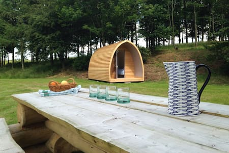 Locally crafted wooden camping pod - Inny