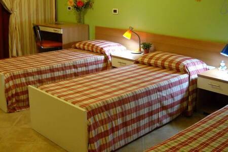 Camera Girasoli sul Colle! - Montichiari - Bed & Breakfast
