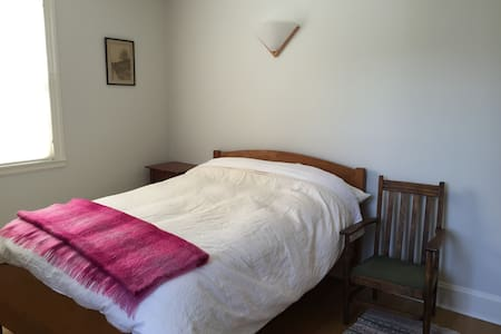 Comfortable Room - Irvington, NY - Bed & Breakfast