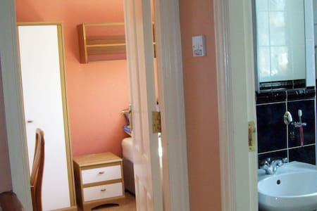 Single Bedroom for lone traveller - Clonskeagh - House