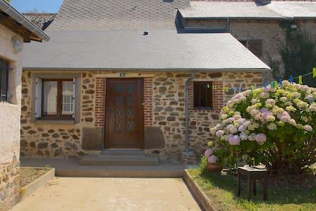 Breton House near Hédé, - Dům