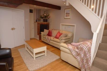 Kirkheugh Cottage - House