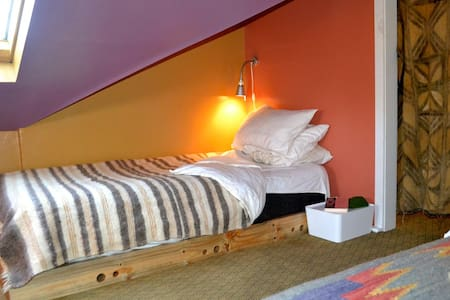 The Redwood Lily: Single Bed  - Arcata - Hus
