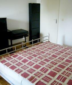 Nice room 5 min from tube - Monaco - Bed & Breakfast
