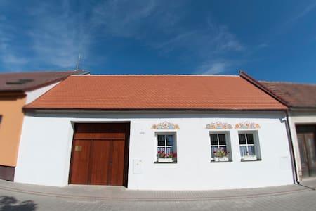 Typical Moravian cottage - Strážnice - House