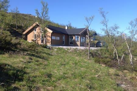Ny og moderne hytte i rolig strøk. - Blockhütte