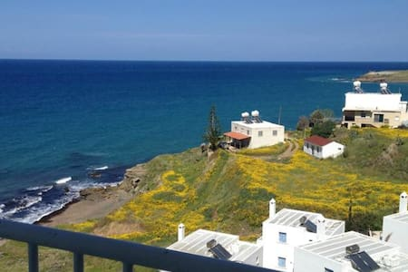 Top floor Apartment with sea view - Lakás