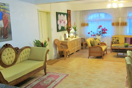Beautiful Modern 3 Bed Apartment - Queen Victoria,