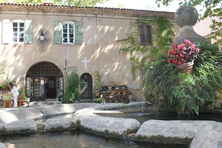 Maison d'artiste à Villeneuvette - Huis