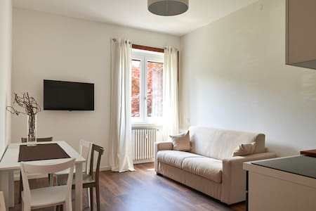 New and cozy only 10' from train station or center - Bergamo