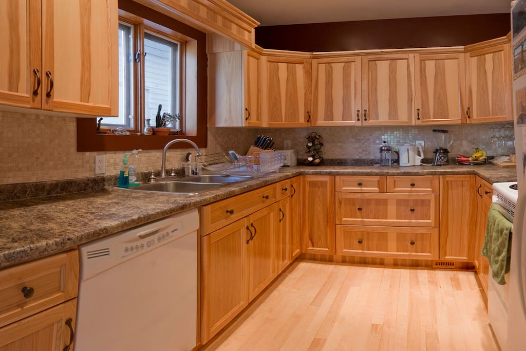 Shared kitchen. A joy to cook here. Many hidden small applicances. Breakfast included!!