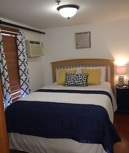 1 queen bed, full bath, cable, sitting area. Complimentary gift certificate to Crazy Burger with every room rental. Continental breakfast, free parking, five minute walk to the beach and shopping...