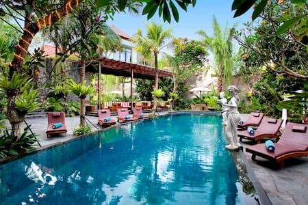 Deluxe Room In Canggu Bali - North Kuta - Bed & Breakfast