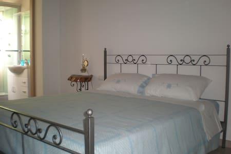 Camera Anemone - Santo Stefano al Mare - Bed & Breakfast