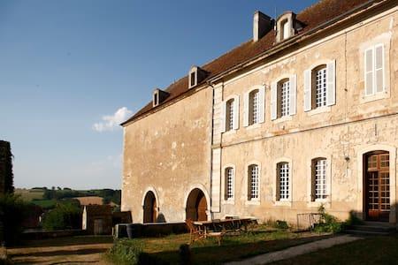 Gîte de l'Abbaye de Moutiers StJean - Maison