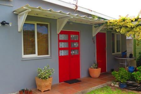 Garden flat  Kleinmond close to sea - Apartment