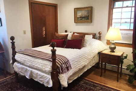 Affordable and cozy room - Colonial Room - Waltham