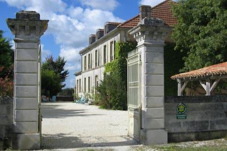 Chambre d'Hôtes DOMAINE de CHAUNAC - Chaunac - Bed & Breakfast